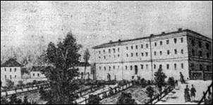 Aleksandra augstumi, 19.gadsimta vidus.  Šajā ēkā vēl šodien atrodas stacionāra nodaļas.